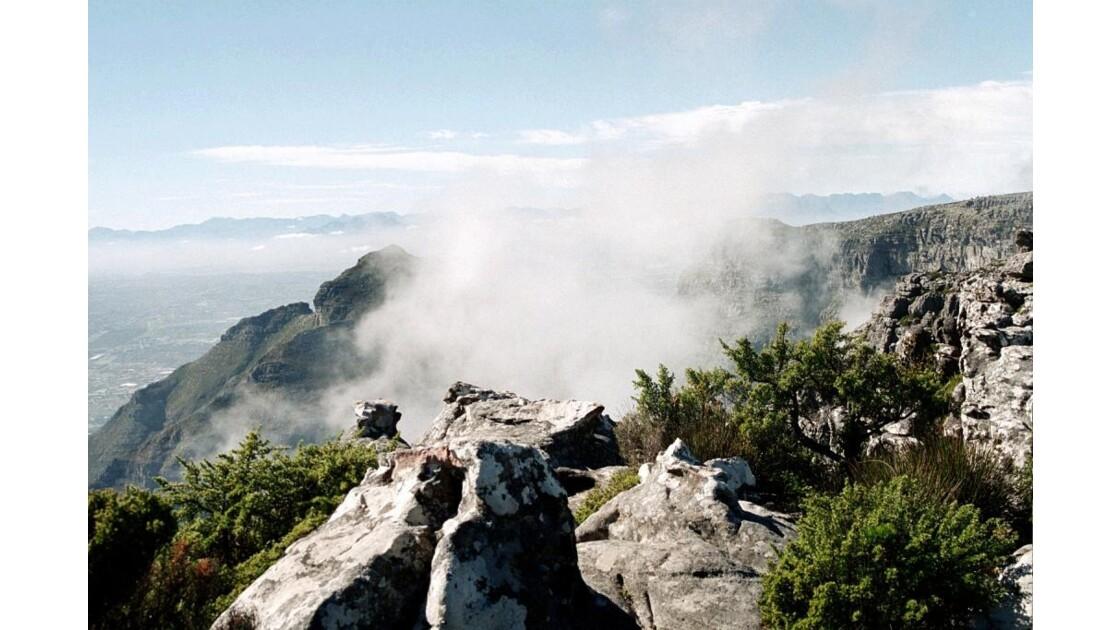 Table Mountain dans les nuages