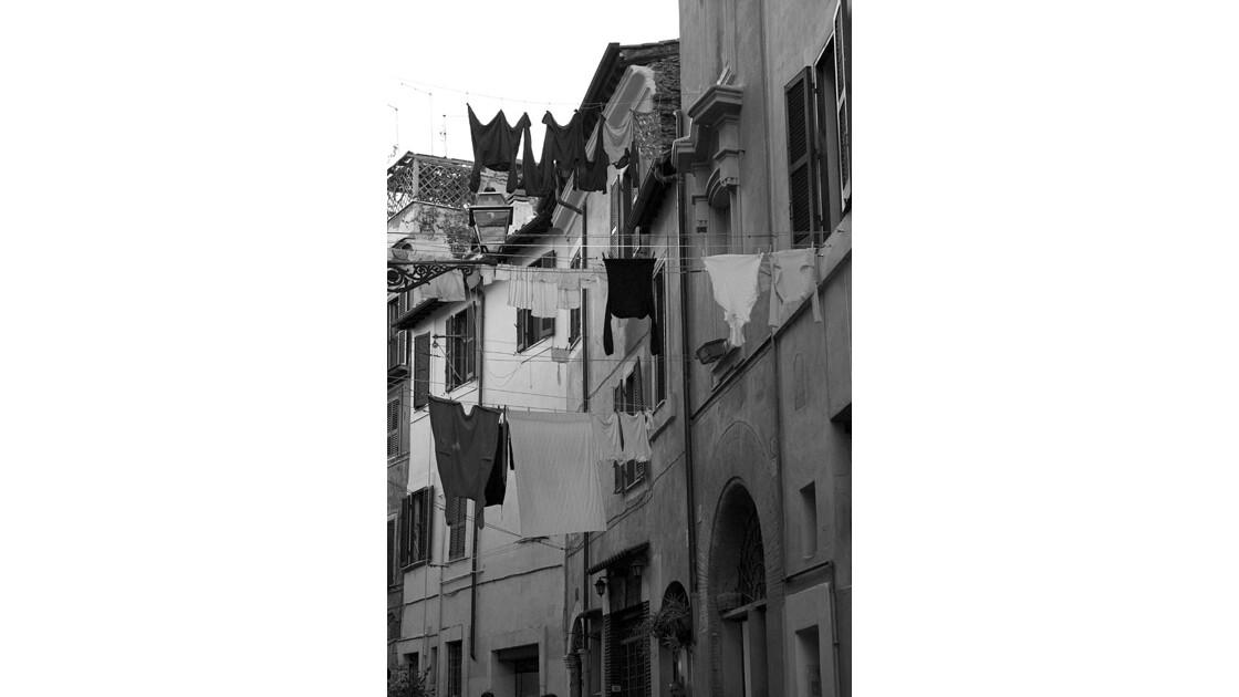 Linge étendu dans les rues de Rome