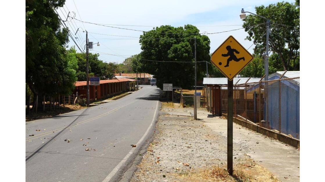 Road sign niños