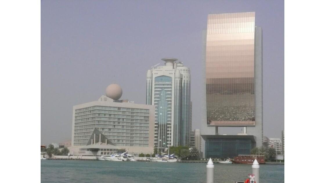 les building en face du port!