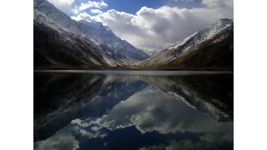 Reflets_dans_le_lac_Saifull_Mulook.JPG