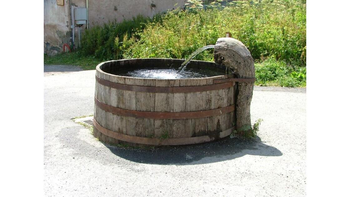 Hameau de Poingt Ravier . la fontaine