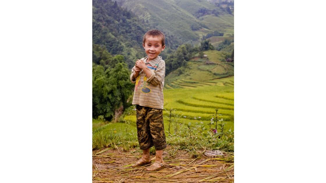 Jeune garçon dans la région de sapa