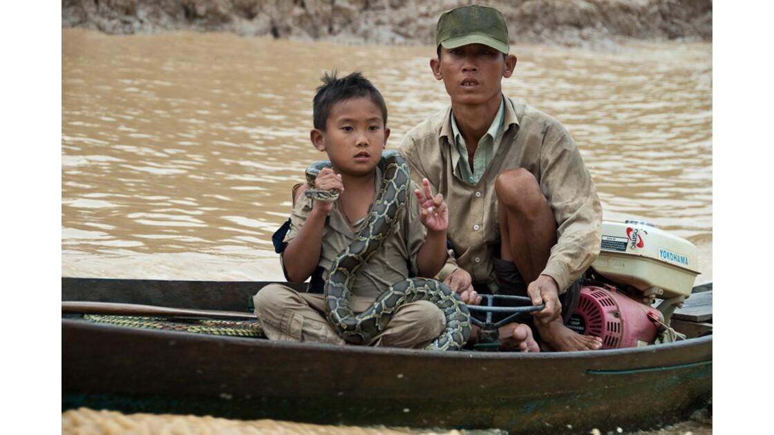 Bateau accompagnateur sur le Tonle Sap