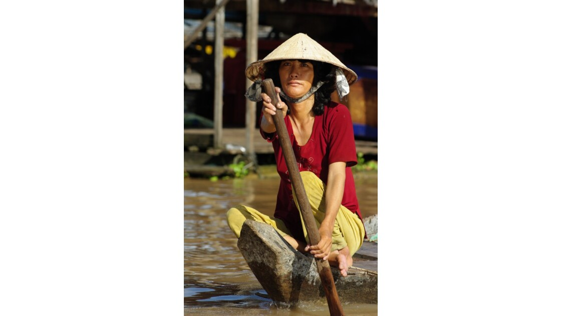 Femme village flottant Kompong Chhnang