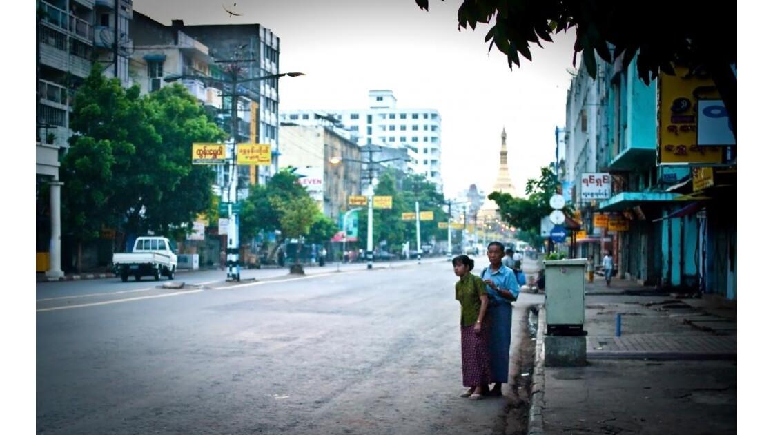 Maha Bandoula Street - attente du bus