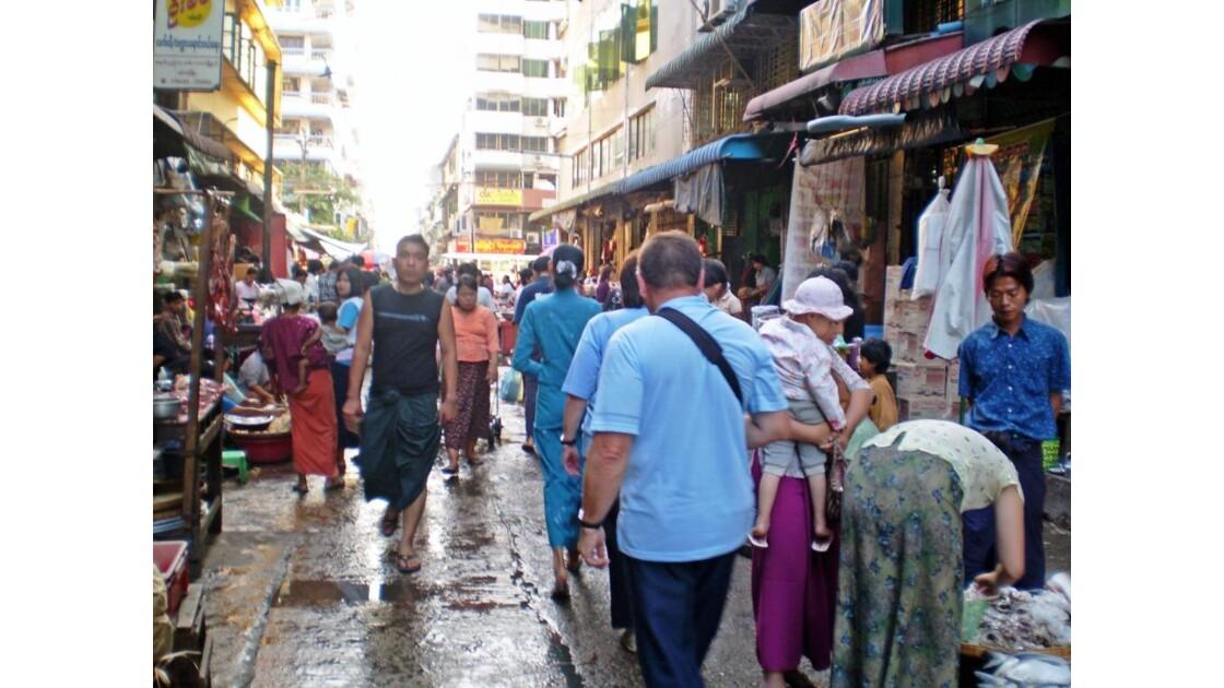 scène de rue à YANGON
