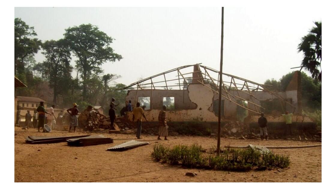 La vieille école est rapidement détruite