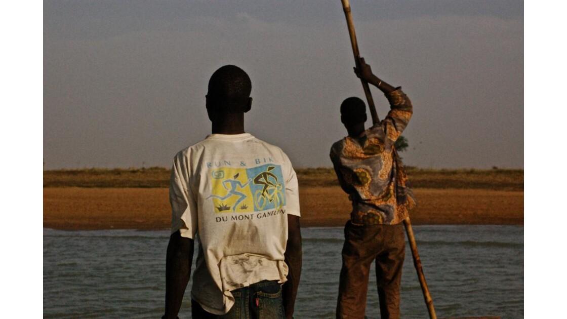 Pinassiers sur le Niger