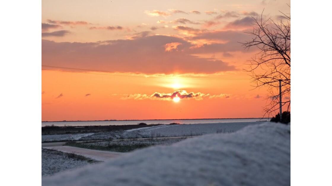 lever du soleil un matin neigeux