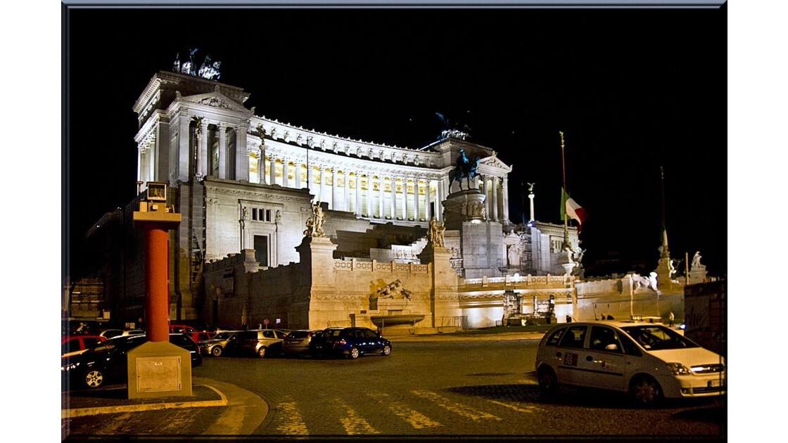 Monument de V. Emmanuel II de nuit !!
