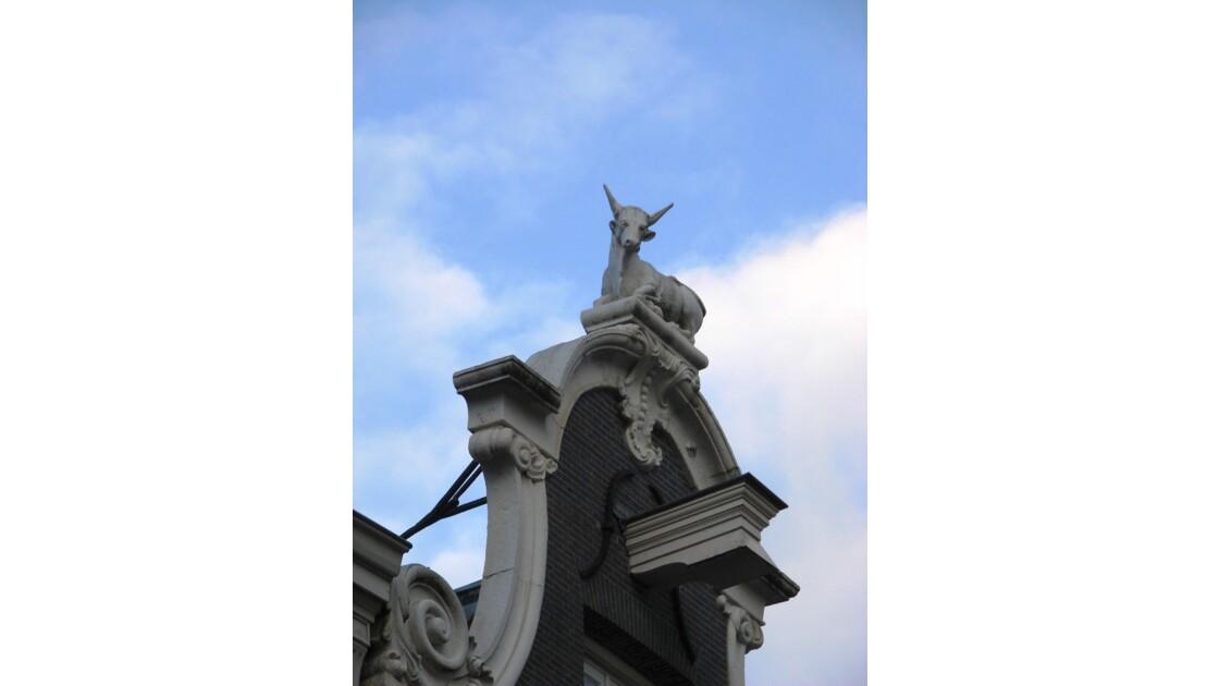 Statue fréquente sur les toits.jpg