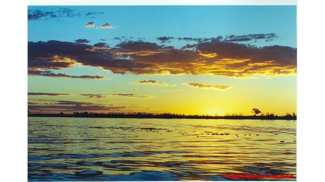 Botswana_coucher_de_soleil_sur_le_Zamb_