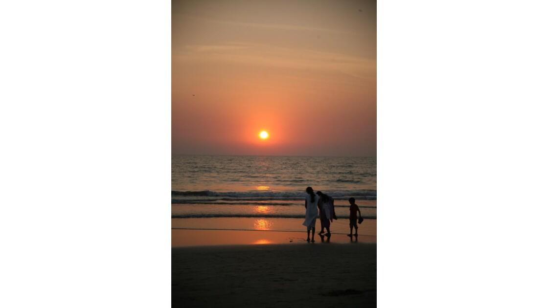 coucher de soleil sur une plage de Goa