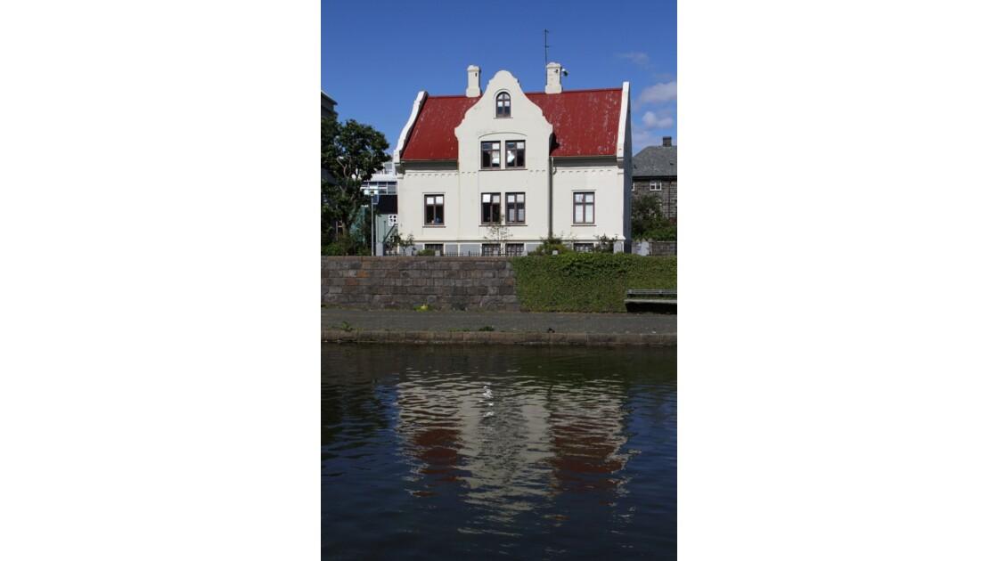 """""""Autre maison à Reykjavik ..."""""""