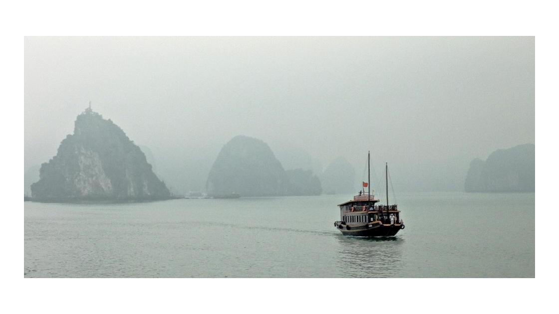 Jonque sur la baie d'Halong