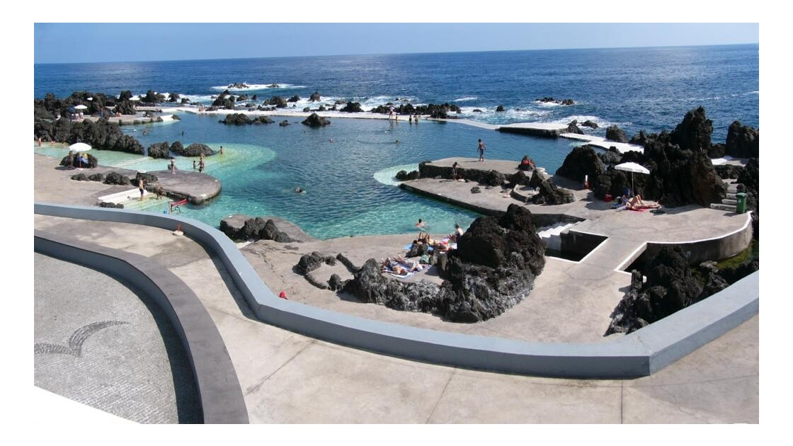 Piscine naturelle à Porto Moniz