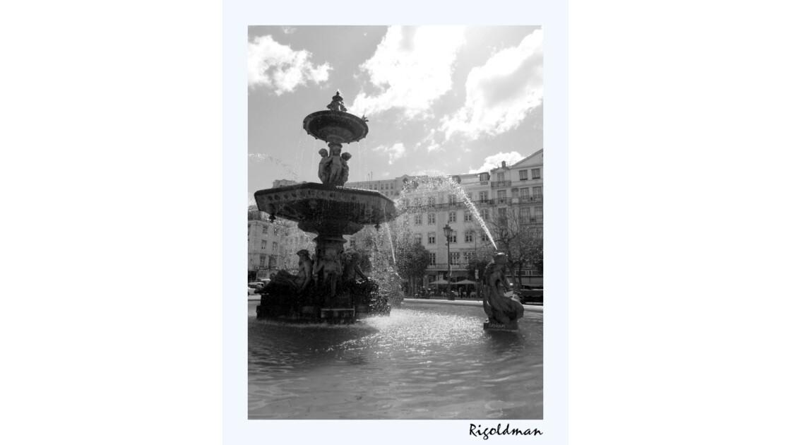 La fontaine - Place Dom Pedro IV