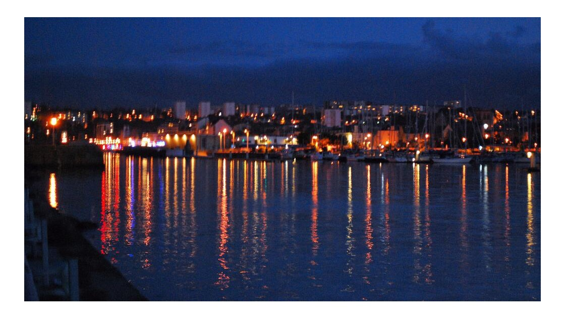 C'est beau un port l nuit!!