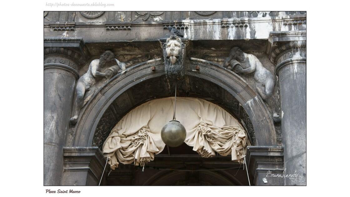 Place Saint Marc détail des arches
