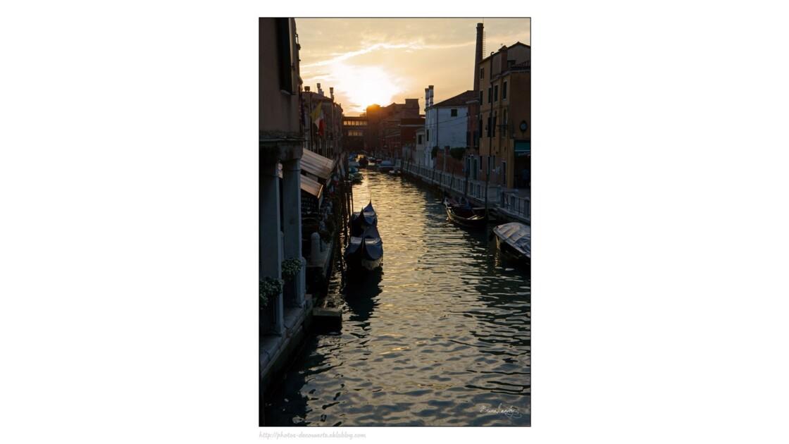 Le soir tombe sur Venise