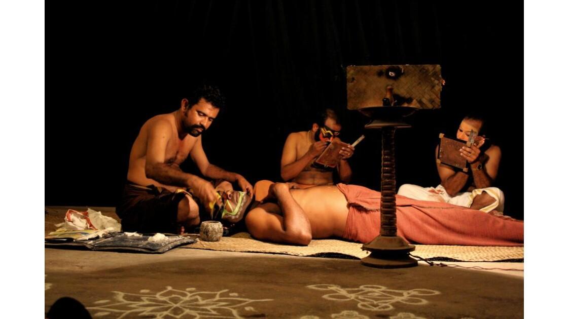 Séance maquillage Kathakali
