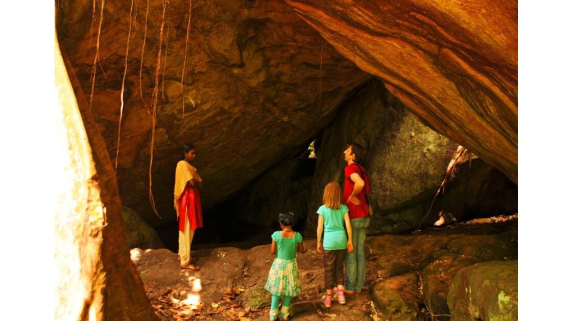 dans la grotte....