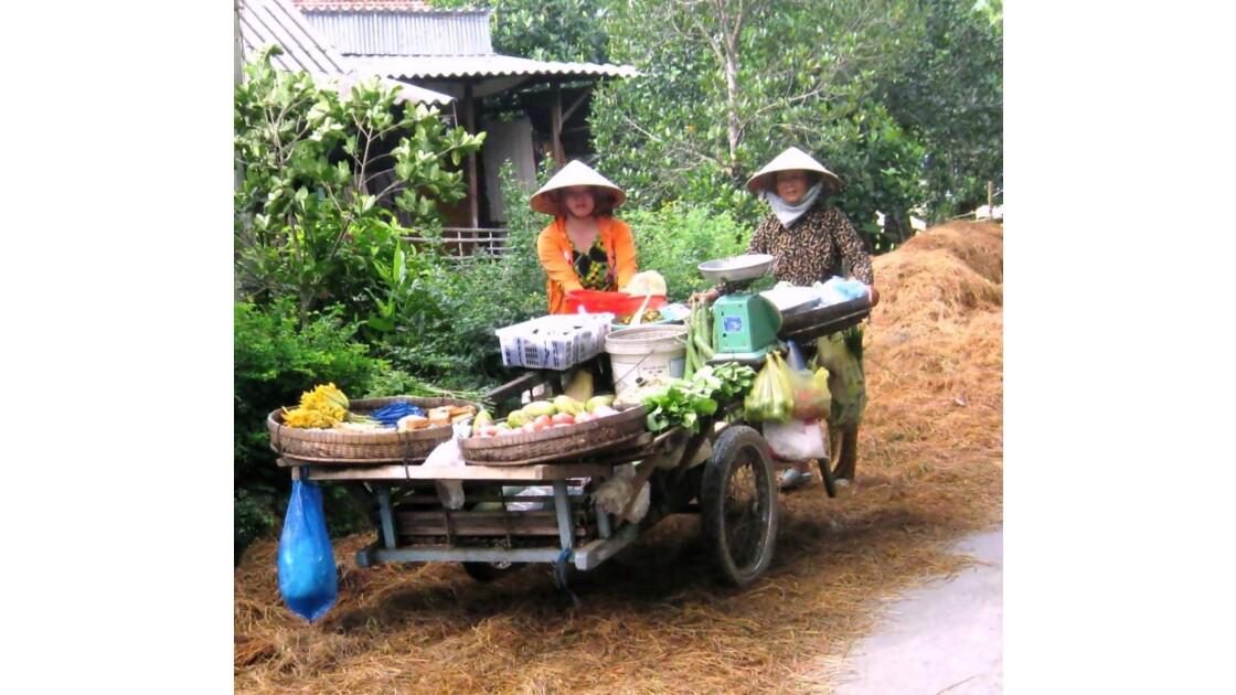 Vendeuses de légumes et fruits