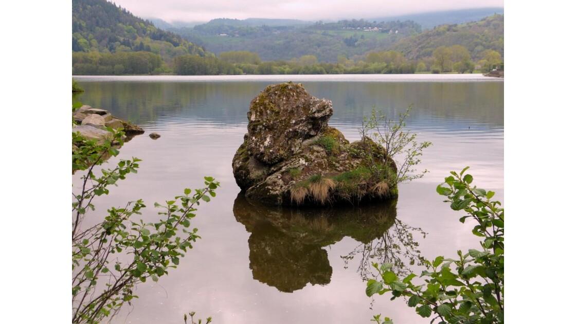 Un rocher, Lac Chambon