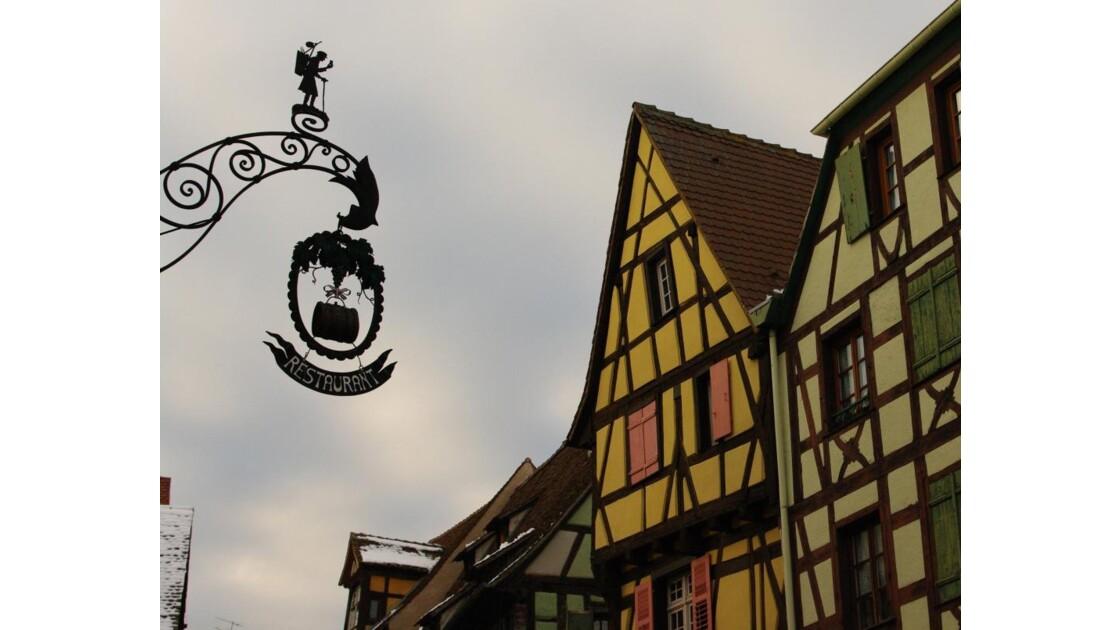 Enseigne et maison Alsacienne