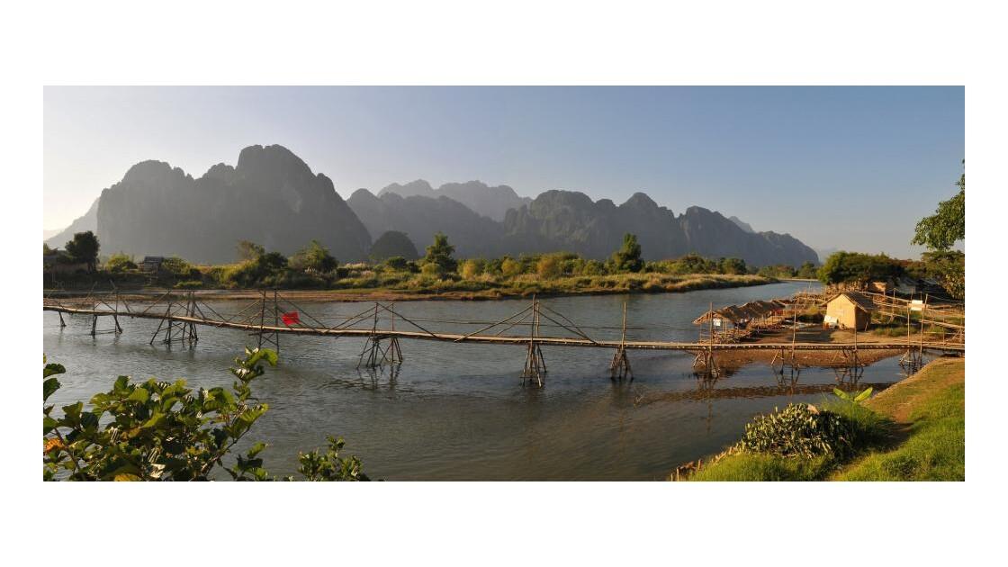 Vang Vieng, passerelle en bambou