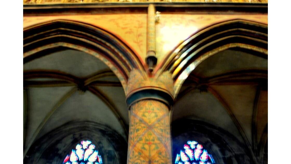 Basilique Trinité (pilier décoré)