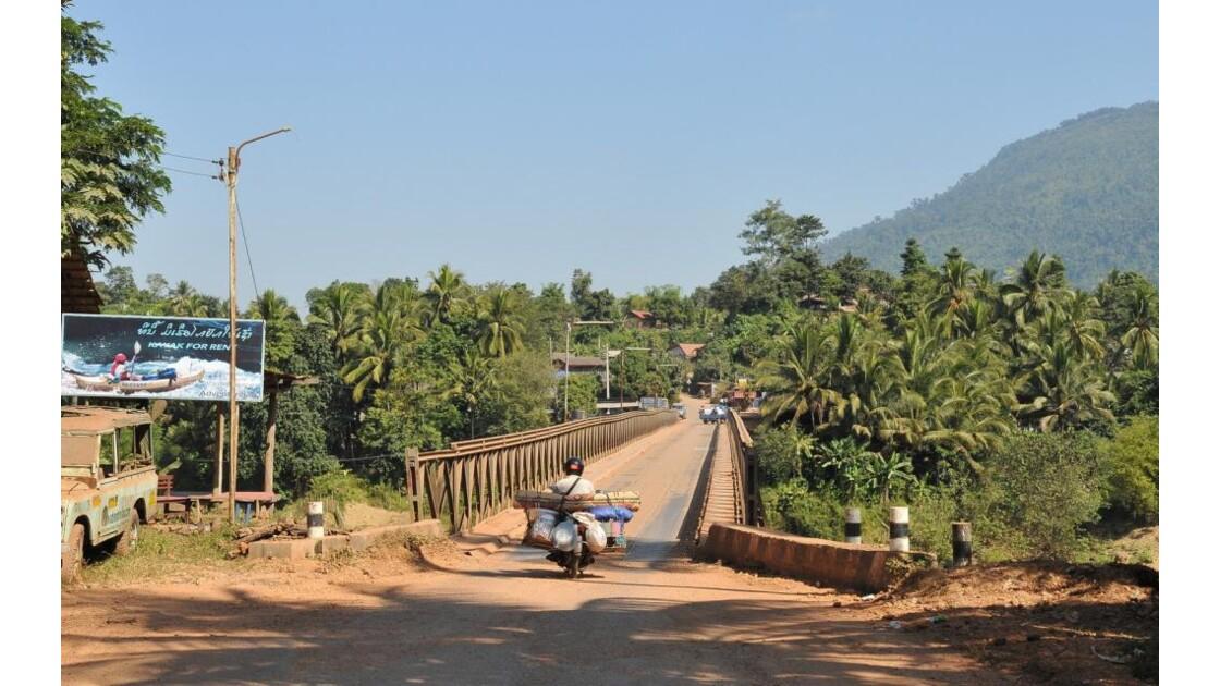 Sur la route de Vang Vieng, pont