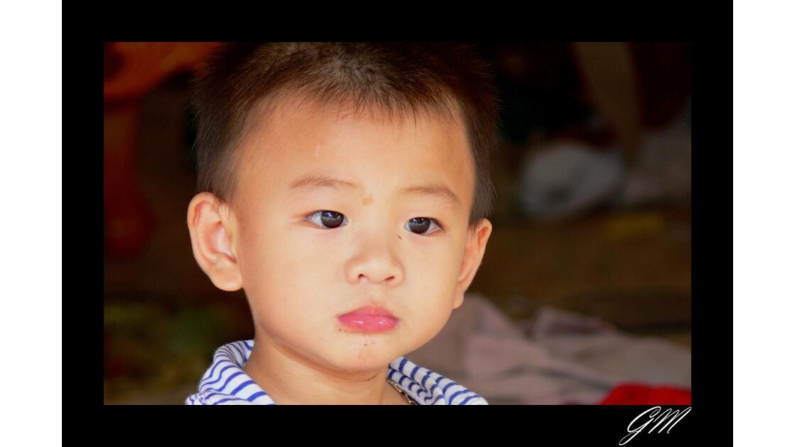 Laos . Enfant des rues de Vientiane.