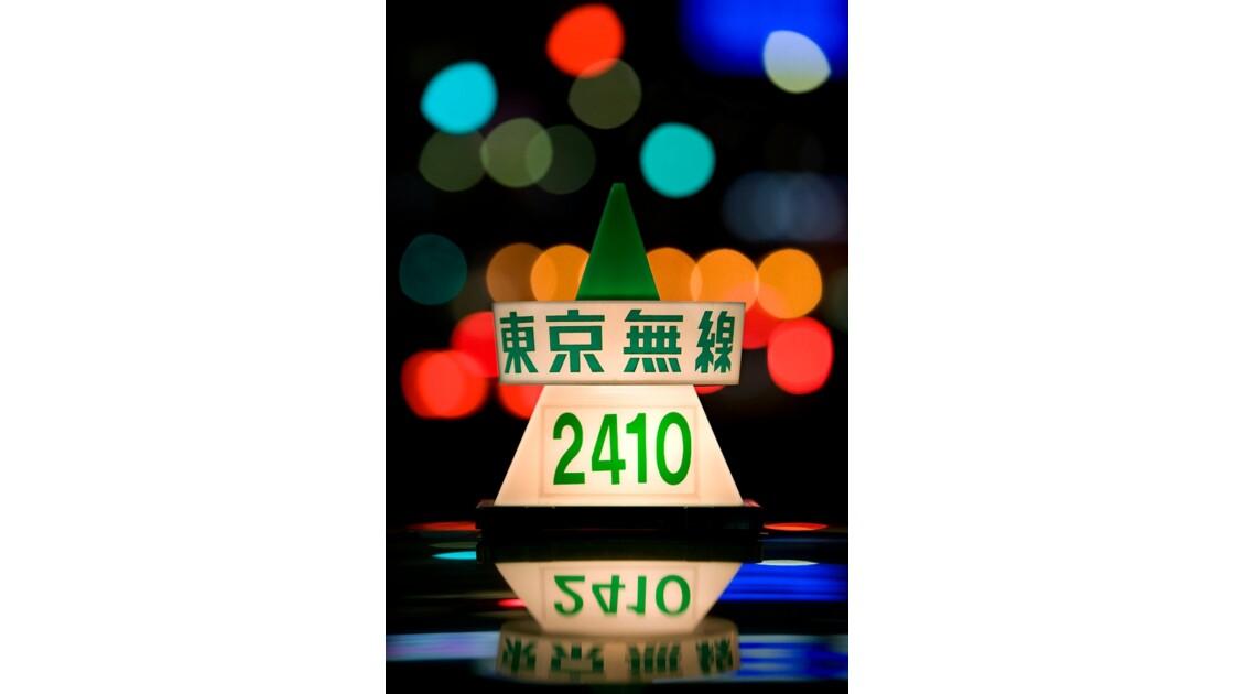 Taxi et néon à Tokyo