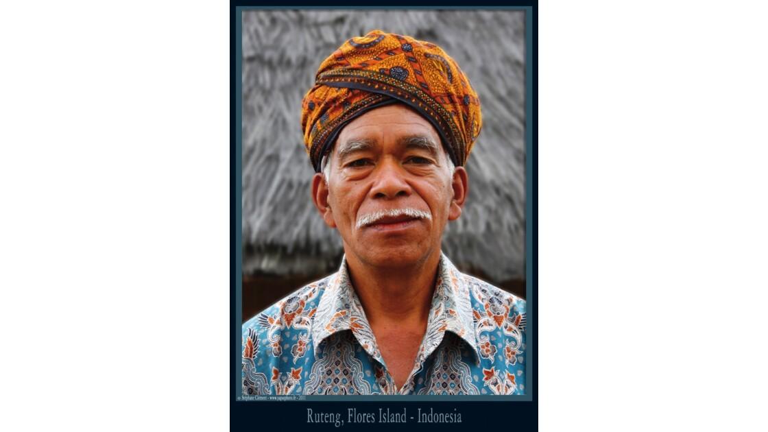 Homme traditionnel à Ruteng