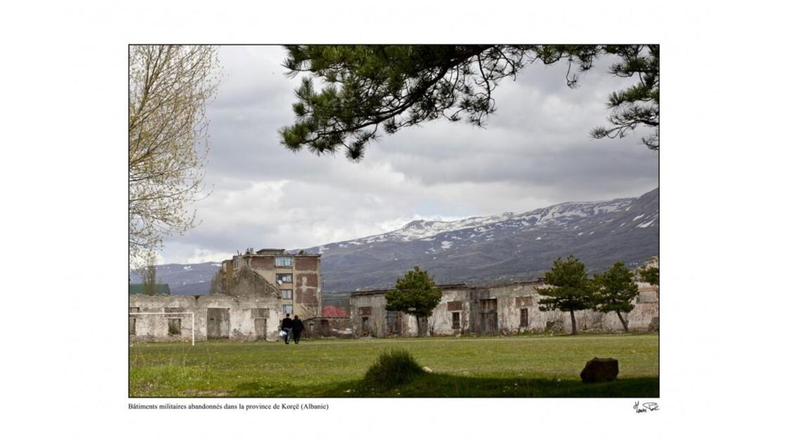 Anciens bâtiments militaires à Korce