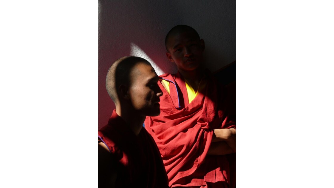 Moines au monastère de Namo Bouddha