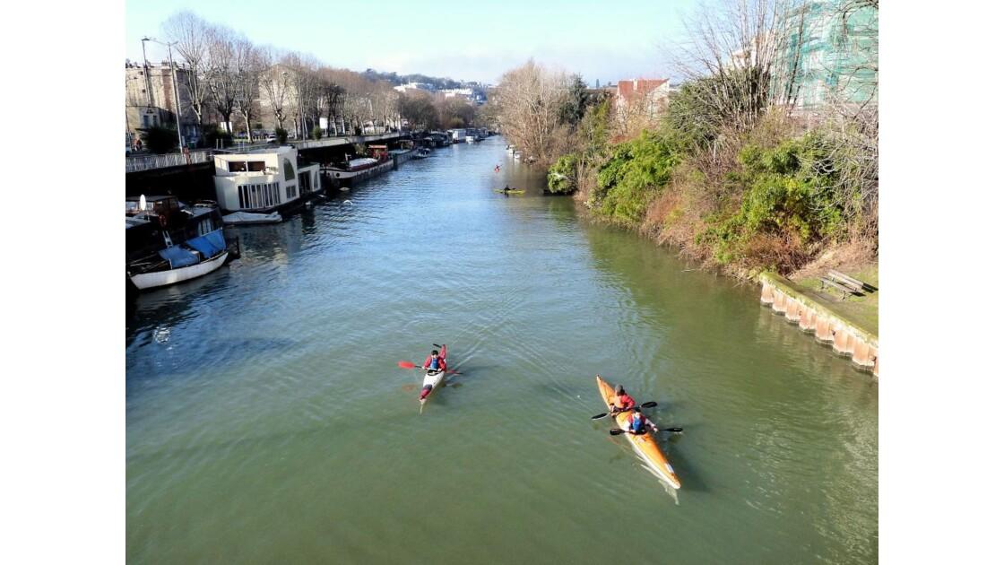 Canoés sur la Seine
