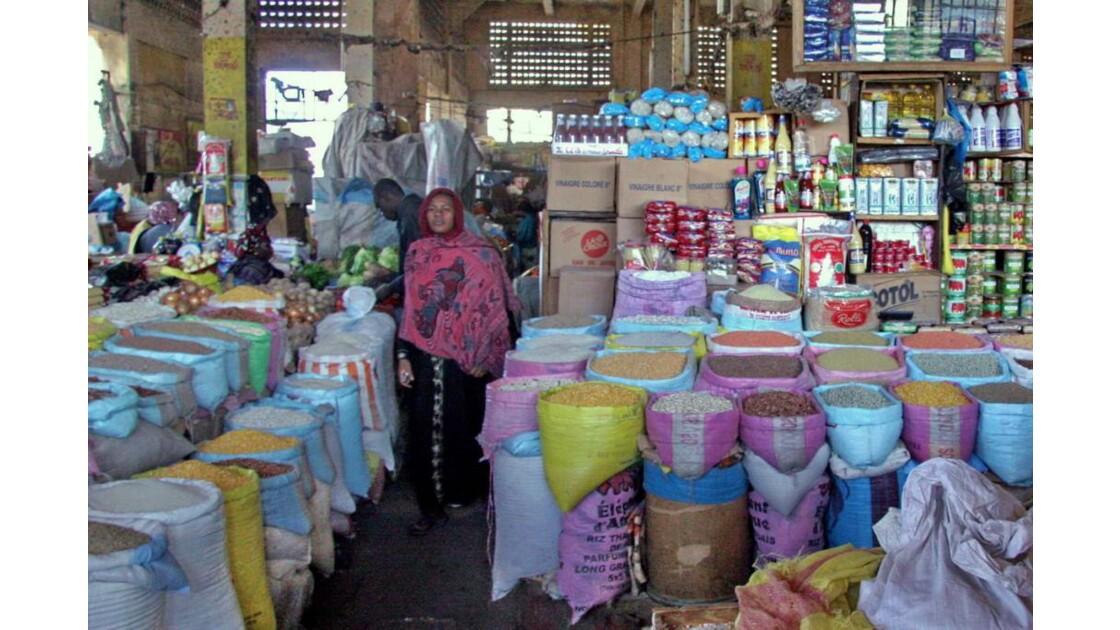 A l'intérieur du marché Sandaga à Dakar