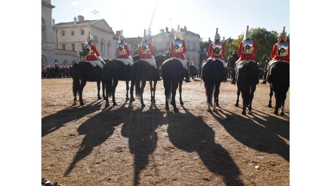 la relève de la garde à St James Palace