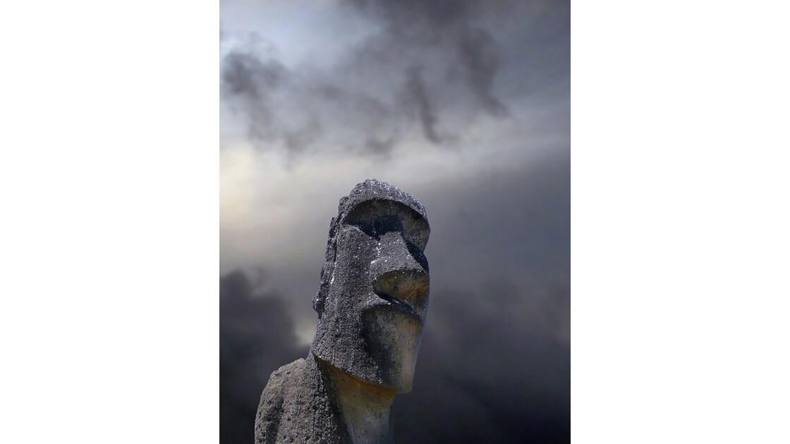 Moai sur le flanc du Rano Raraku