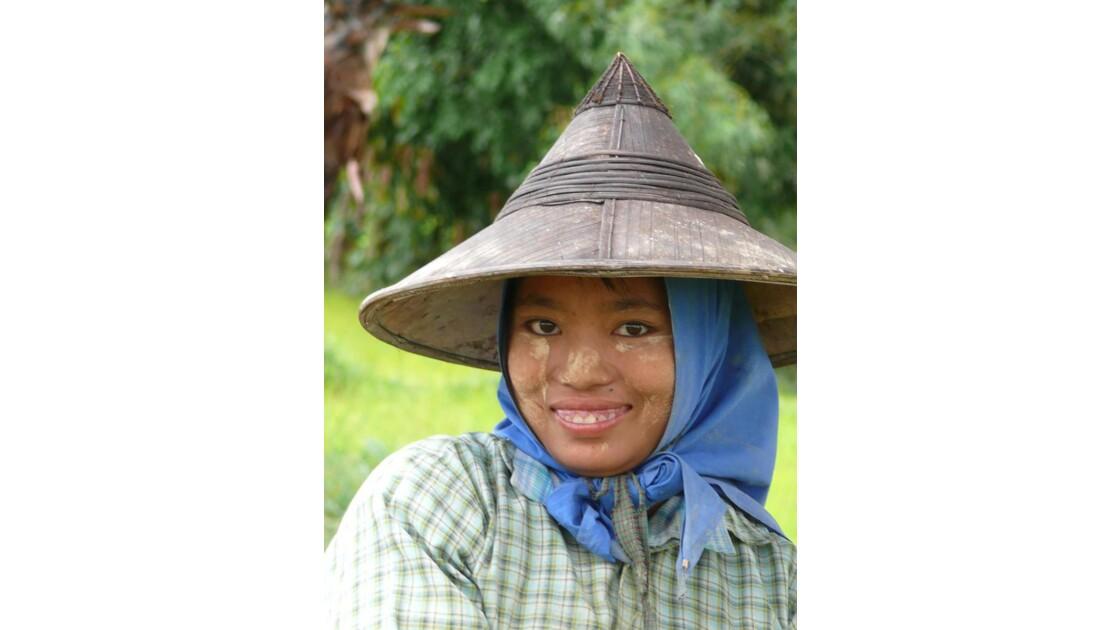 Jeune femme à la rizière