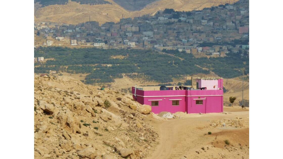 C'est une maison rose ......