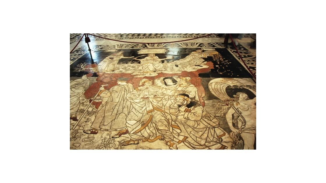 Marbre au sol de la Cathédrale