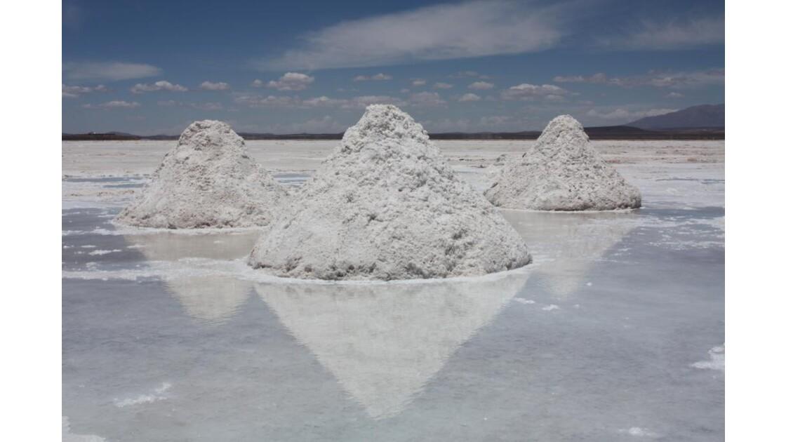 Montagnes de sel au Salar d'Uyuni