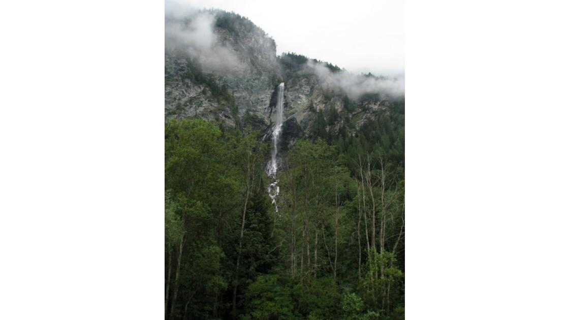 Cascade sous la pluie