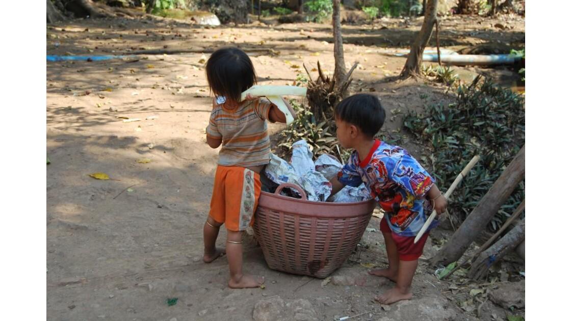 Enfants d'une communauté