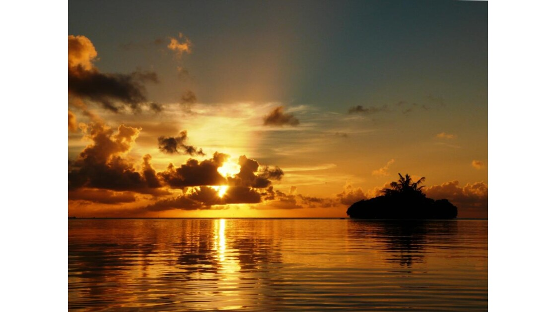 Couché de soleil sur une mer d'huile