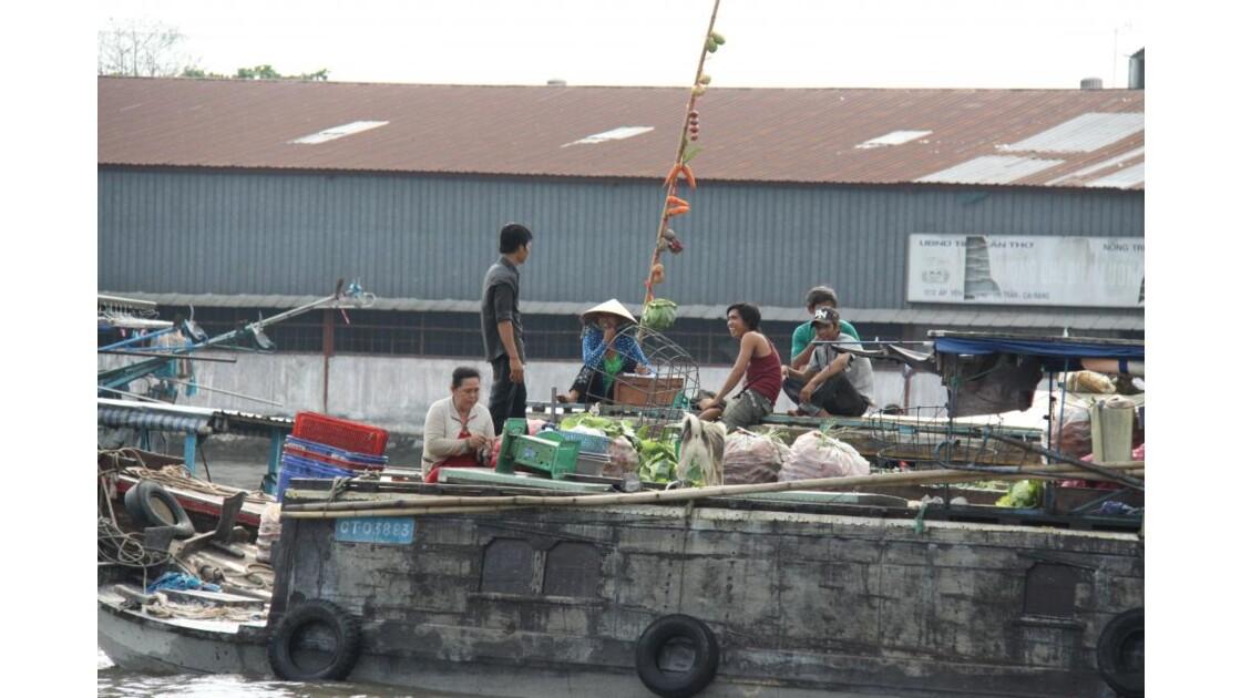 Marche flottant sur le Mekong